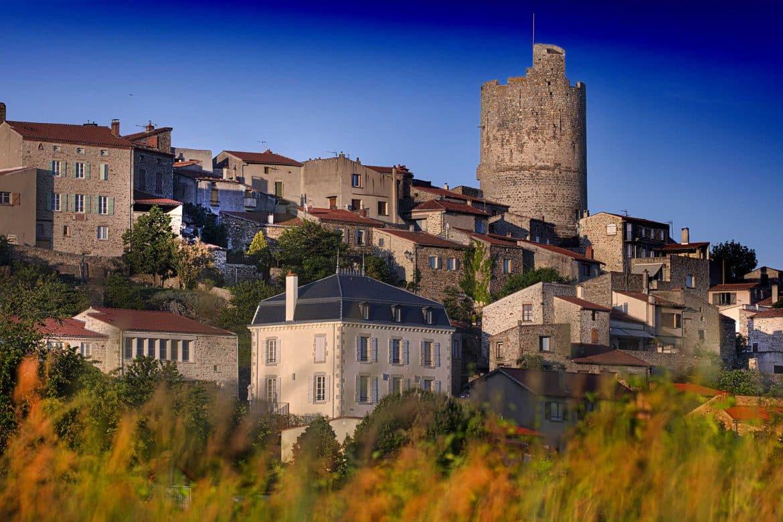 Vue panoramique de Montpeyroux en Auvergne